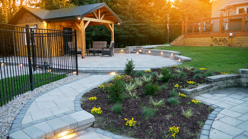Luxury landscaping - Kemptville backyard