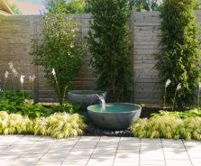 Modern backyard water feature by Exact Landscapes Ottawa