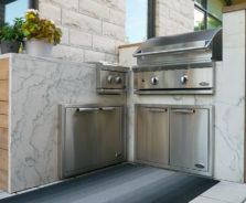 Modern outdoor kitchen in Ottawa