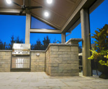 Outdoor kitchen by Exact Landscapes Ottawa